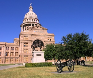 Canon_and_Ranger_monument_in_front_of_Texas_State_Capitol.JPG
